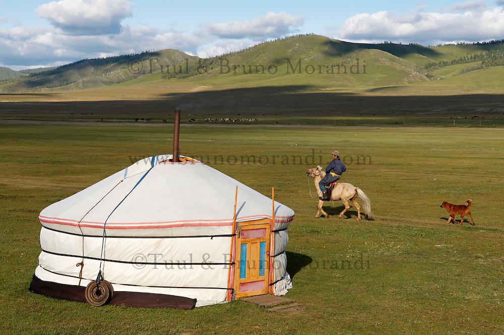 Mongolie. Province de Tov. Campement nomade. // Mongolia. Tov province. Nomad camp.