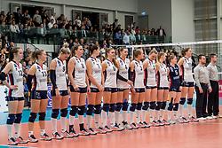 07-11-2017 NED: CEV CL Sliedrecht Sport - Imoco Volley Conegliano, Sliedrecht<br /> In een volgepakt Sporthal De Basis speelt Sliedrecht de derde wedstrijd in de Champions League en verliest met 3-0 / Team Sliedrecht Sport