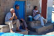 Spanien, Kanarische Inseln, Teneriffa..Playa de las Teresitas, Fischer bei San Andres ..|..Spain, Canary Islands, Tenerife..Playa de las Teresitas, fishermen near San Andres