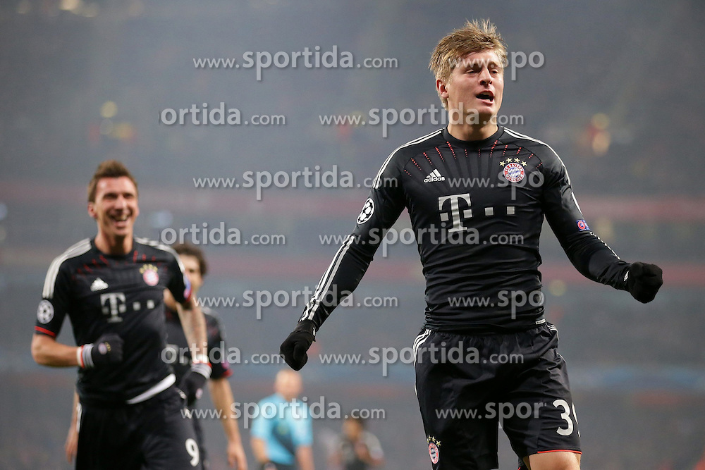 19.02.2013, Emirates Stadion, London, ENG, UEFA Champions League, FC Arsenal vs FC Bayern Muenchen, Achtelfinale Hinspiel, im Bild, Toni KROOS (FC Bayern Muenchen - 39) - Mario MANDZUKIC (FC Bayern Muenchen - 9) bejubeln das 0-1 // during the UEFA Champions League last sixteen first leg match between Arsenal FC and FC Bayern Munich at the Emirates Stadium, London, Great Britain on 2013/02/19. EXPA Pictures © 2013, PhotoCredit: EXPA/ Eibner/ Gerry Schmit..***** ATTENTION - OUT OF GER *****