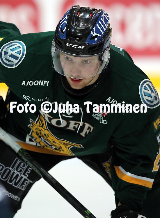 18.12.2015, Hakamets&auml;n halli, Tampere.<br /> J&auml;&auml;kiekon SM-liiga 2015-16. Ilves - HIFK.<br /> Aleksi Mustonen - Ilves