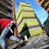 Nederland, Amsterdam , 31 oktober 2012..Nieuwbouw project in uitvoering van IJmere op het Waterlandplein in Noord. Op de achtergrond 1 van de 6 woontorens die momenteel in de steiger staat..Foto:Jean-Pierre Jans