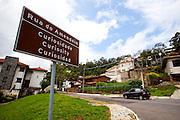 Belo Horizonte_MG, Brasil...Rua do Amendoim, na verdade, chama-se rua Professor Otavio Magalhaes. Esta pequena rua, no bairro das Mangabeiras, e pouco abaixo da Praca do Papa, faz parte do folclore turistico da cidade de Belo Horizonte, Minas Gerais...Amendoin street called Professor Otavio Magalhaes street. This small street in the neighborhood Mangabeiras, and near to Papa Square, is part Its a tourist place in Belo Horizonte, Minas Gerais...Foto: BRUNO MAGALHAES / NITRO