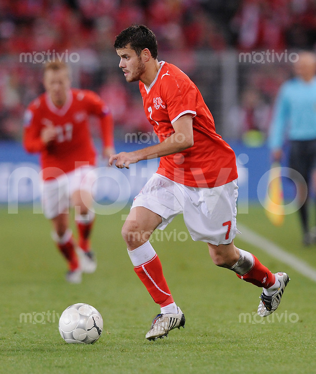 Fussball International   WM  2010  Qualifikation  Gruppe 2    14.10.2009 Schweiz - Israel Tranquillo Barnetta  (SUI) am Ball