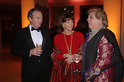 Simon Jenkins, Gail Hunicutt and Anne Beckwith-Smith. Turner Whistler Monet, exhibtion opening dinner, Tate Britain. 7 February 2005, ONE TIME USE ONLY - DO NOT ARCHIVE  © Copyright Photograph by Dafydd Jones 66 Stockwell Park Rd. London SW9 0DA Tel 020 7733 0108 www.dafjones.com
