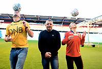 Fotball , 27. september 2017 , Eliteserien og Toppserien har fått felle ligaball , <br /> Her Frode Kippe , Steinar Felde og Lisa-Marie Karlseng Utland med select - ballen