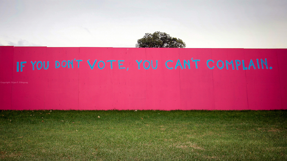 St. Louis, MO, USA, October 8th 2004: The Presidential Debate held at Washington University in St. Louis.<br /> <br /> A Grafitti on a wall outside the University says &quot;If you don't vote  you can't complain&quot;<br /> <br />   *** Local Caption ***