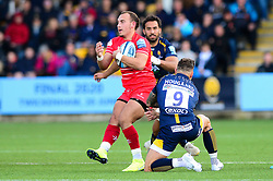 Kyle Eastmond of Leicester Tigers is closed down by Francois Hougaard of Worcester Warriors - Mandatory by-line: Dougie Allward/JMP - 19/10/2019 - RUGBY - Sixways Stadium - Worcester, England - Worcester Warriors v Leicester Tigers - Gallagher Premiership Rugby