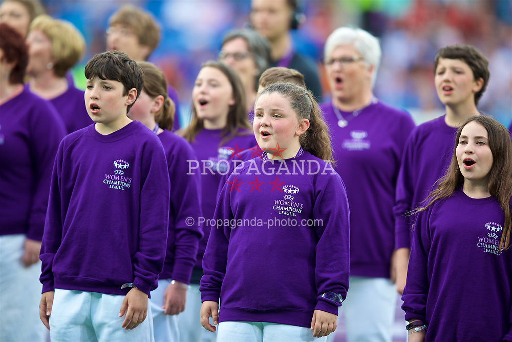 CARDIFF, WALES - Thursday, June 1, 2017: A choir sings before the UEFA Women's Champions League Final between Olympique Lyonnais and Paris Saint-Germain FC at the Cardiff City Stadium. (Pic by David Rawcliffe/Propaganda)