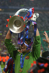 PARIS, FRANCE - WEDNESDAY, MAY 17th, 2006: FC Barcelona's goalkeeper Victor Valdes lifts the European Cup after beating Arsenal during the UEFA Champions League Final at the Stade de France. (Pic by David Rawcliffe/Propaganda)