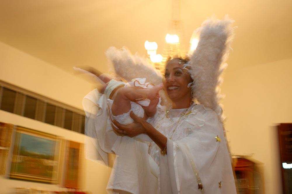 Belo Horizonte_MG, Brasil...Encenacao do presepio na casa de uma familia. ..The presentation of the Christmas crib in a family house...Foto: LEO DRUMOND / NITRO