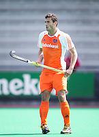 ROTTERDAM - HOCKEY -  tijdens de oefenwedstrijd tussen de mannen van Nederland en Engeland (2-1) . FOTO KOEN SUYK