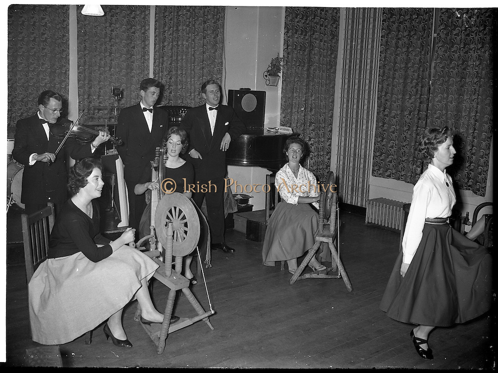 27/06/1959<br /> 06/27/1959<br /> 27 June 1959<br /> Gael Linn Cabaret at Bundoran, Co. Donegal. The wheels spin as harpist and fiddler accompany the finale to the cabaret. Included (l-r) are: Fionnuala O'Suilleabhain, Singer; Kathleen Watkins, R.E. Harpist and singer; Aine Nic Cana Singer. (Rear) Sean Maguire, Progressive Traditional Fiddler; Breandan O'Dubhghaill, Singer and Liam Devally, R.E. Singer. Dancer is Gertie Mc Cormack.