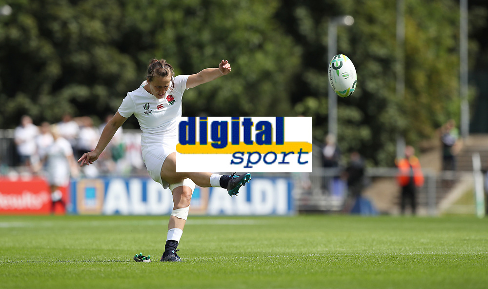 Rugby Union - 2017 Women's Rugby World Cup (WRWC) - Pool B: England vs. Spain<br /> <br /> Katy Mclean of England kicks a conversion  at the UCD Bowl, Dublin.<br /> <br /> COLORSPORT/LYNNE CAMERON