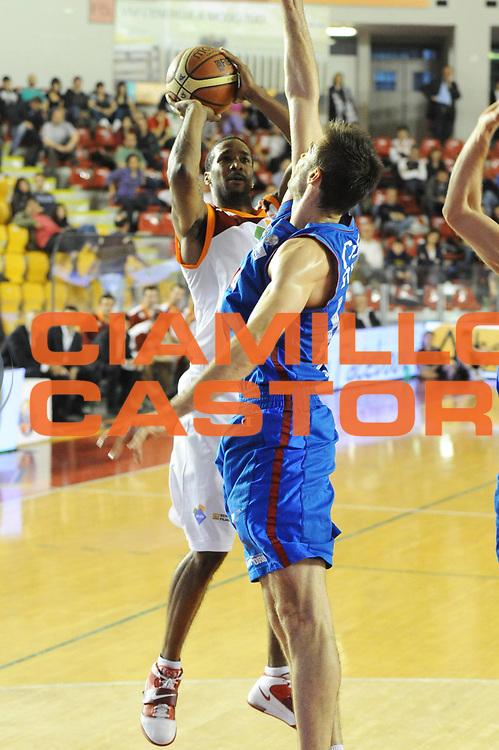 DESCRIZIONE : Roma Lega Basket A 2011-12  Acea Virtus Roma Novipiu Casale Monferrato<br /> GIOCATORE : Clay Tucker<br /> CATEGORIA : three points<br /> SQUADRA : Acea Virtus Roma<br /> EVENTO : Campionato Lega A 2011-2012 <br /> GARA : Acea Virtus Roma Novipiu Casale Monferrato<br /> DATA : 29/04/2012<br /> SPORT : Pallacanestro  <br /> AUTORE : Agenzia Ciamillo-Castoria/ GiulioCiamillo<br /> Galleria : Lega Basket A 2011-2012  <br /> Fotonotizia : Roma Lega Basket A 2011-12 Acea Virtus Roma Novipiu Casale Monferrato <br /> Predefinita :