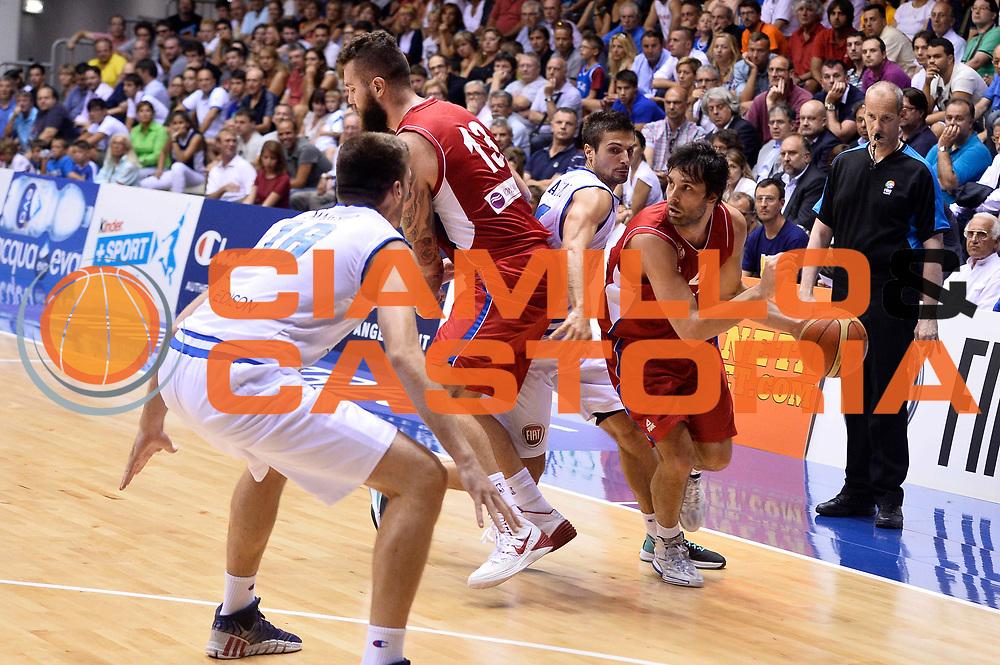 DESCRIZIONE : Trieste Nazionale Italia Uomini Torneo internazionale Italia Serbia Italy Serbia<br /> GIOCATORE : Milos Teodosic<br /> CATEGORIA : Palleggio Blocco<br /> SQUADRA : Serbia Serbia<br /> EVENTO : Torneo Internazionale Trieste<br /> GARA : Italia Serbia Italy Serbia<br /> DATA : 05/08/2014<br /> SPORT : Pallacanestro<br /> AUTORE : Agenzia Ciamillo-Castoria/GiulioCiamillo<br /> Galleria : FIP Nazionali 2014<br /> Fotonotizia : Trieste Nazionale Italia Uomini Torneo internazionale Italia Serbia Italy Serbia