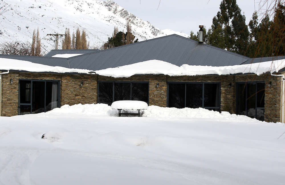 A house is surrounded by snow after the wintry blast, Kingston, New Zealand, Wednesday, August 17, 2011. Credit:SNPA / Dianne Manson.