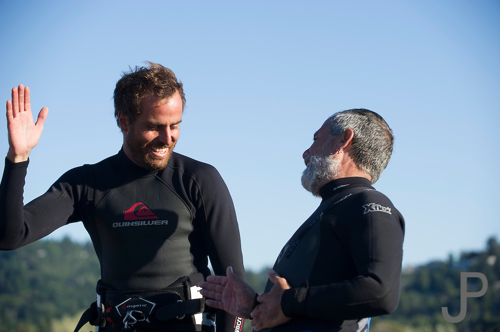 Fernando and Alfonso talk about the challenges of kiteboarding at Hood River, Oregon