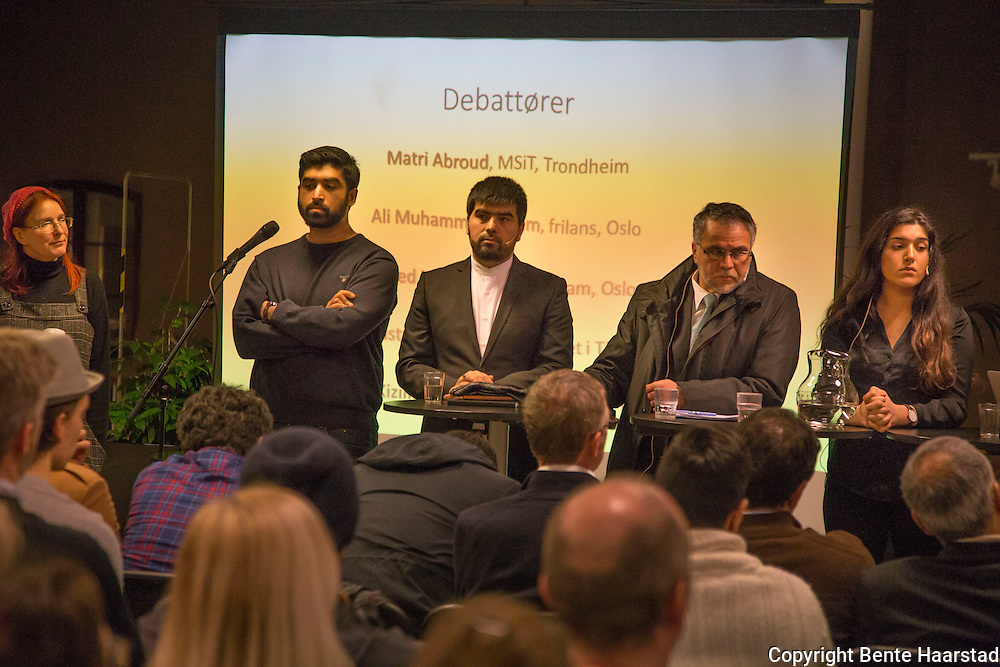 M&oslash;te i serien om radikalisering, Litteraturhuset i Trondheim. Med fem muslimer med erfaring og kunnskap om fenomenet radikalisering, men som kanskje har ulik forst&aring;else av hva radikalisering betyr og hva som for&aring;rsaker at ungdom radikaliseres. Samtaleleder, professor Ulrika M&aring;rtensson ved NTNU, utfordrer deltakerne med sp&oslash;rsm&aring;l om hvordan de definerer radikalisering, hvordan de forst&aring;r begrepet &laquo;radikal Islam&raquo; og hvordan de opplever debatten om radikalisering som p&aring;g&aring;r i Norge i dag.<br /> Matri Abroud &ndash; Det muslimske samfunnet i Trondheim (MSiT). Matri har lang erfaring med administrasjon og ledelse av Trondheims eldste mosk&eacute; i Kj&oslash;pmannsgata, og har arbeidet mye med ungdom og med religionsdialog mellom MSiT og Nidaros Bisped&oslash;mme siden 2001. <br /> Muhammed K. Akdag &ndash; Akdag er phd i islamsk teologi og bor i Tyskland. Muhammed har erfaring med religionsdialog og arbeid med muslimsk ungdom i Tyskland.<br /> Sayed Masih Soltani er sjiamuslimsk imam i Oslo.<br /> Muhammed Qasim Ali er journalist. Qasim Ali var en av arrang&oslash;rene bak den omtalte demonstrasjonen mot Muhammed-karikaturene i 2010. Qasim Ali kjenner det islamistiske milj&oslash;et godt, og skriver n&aring; p&aring; ei bok om norske Syria-farere og ideologien bak. <br /> Mihriban Kizilirmak er jusstudent og skribent fra Trondheim.