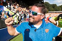 AMSTELVEEN -  bondscoach Max Caldas (Ned)  na  de  gewonnen finale Belgie-Nederland (2-4) bij de Rabo EuroHockey Championships 2017. rechts op de voorgrond Billy Bakker .  COPYRIGHT KOEN SUYK