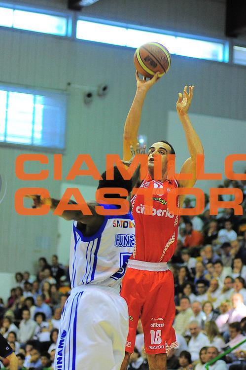 DESCRIZIONE : Sassari Lega A 2010-11 Dinamo Sassari Cimberio Varese<br /> GIOCATORE : FAJARDO DIEGO<br /> SQUADRA : DINAMO SASSARI CIMBERIO VARESE<br /> EVENTO : Campionato Lega A 2010-2011 <br /> GARA : DINAMO SASSARI CIMBERIO VARESE<br /> DATA : 01/05/2011<br /> CATEGORIA : TIRO<br /> SPORT : Pallacanestro <br /> AUTORE : Agenzia Ciamillo-Castoria/M.Turrini<br /> Galleria : Lega Basket A 2010-2011  <br /> Fotonotizia : Sassari Lega A 2010-11 DINAMO SASSARI CIMBERIO VARESE<br /> Predefinita :