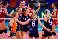 12.06.2018, Porsche Arena, Stuttgart<br /> Volleyball, Volleyball Nations League, Türkei / Tuerkei vs. Niederlande<br /> <br /> Jubel Kirsten Knip (#1 NED), Nika Daalderop (#9 NED), Yvon Belien (#3 NED), Maret Balkestein-Grothues (#6 NED), Laura Dijkema (#14 NED)<br /> <br /> Foto: Conny Kurth / www.kurth-media.de
