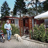 Nederland, Garderen , 4 mei 2013.<br /> Oud Ajaxieden op de camping Speulderbos in het Gelderse Garderen, waar Ajax trainer en voormalig Ajax voetballer Frank de Boer en zijn familie al jaren een buitenverblijf (chalet) heeft.<br /> Foto:Jean-Pierre Jans