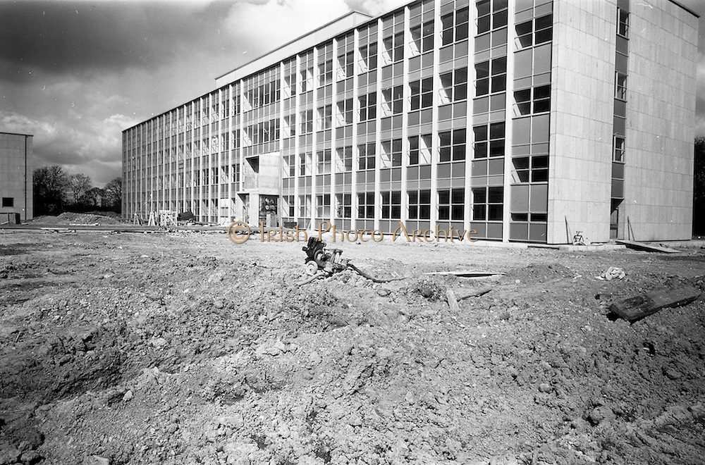 13/04/1964<br /> 04/13/1964<br /> 13 April 1964<br /> Exterior of new university buildings at Belfield.  The Physics Department.