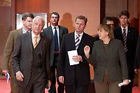12 NOV 2003, BERLIN/GERMANY:<br /> Edmund Stoiber (L), CSU, Ministerpraesidnet Bayern, Guido Westerwelle (M), FDP Bundesvorsitzender, und Angela Merkel (R), CDU Bundesvorsitzende, auf dem Weg zu einer Pressekonferenz zu dem vorangegangenen  Spitzentrfffen von Politiker der CDU/CSU und der FDP, axica Kongress- und Tagungszentrum<br /> IMAGE: 20031112-01-014<br /> KEYWORDS: Opposition, Spitzengespraech
