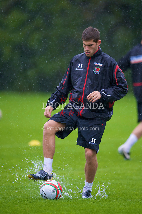 CARDIFF, WALES - Friday, September 5, 2008: Wales' Ched Evans during a training session at the Vale of Glamorgan Hotel ahead of their opening 2010 FIFA World Cup South Africa Qualifying Group 4 match against Azerbaijan. (Photo by David Rawcliffe/Propaganda)