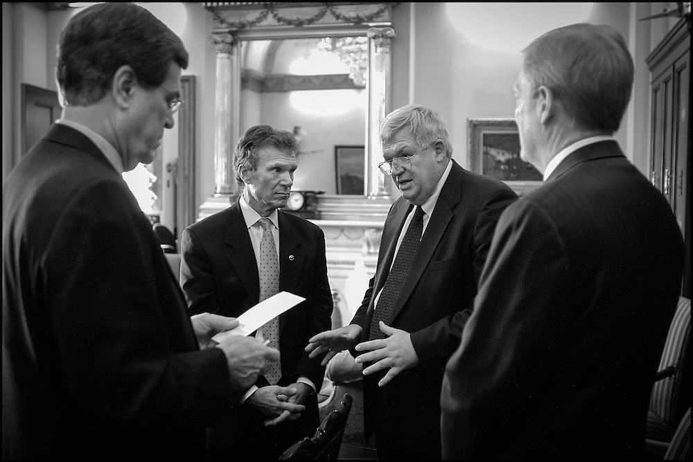Lott, Daschle, Hastert and Gephardt discuss the options in keeping the Capitol open during an anthrax scare.  10/17/01..©PF BENTLEY/PFPIX.com