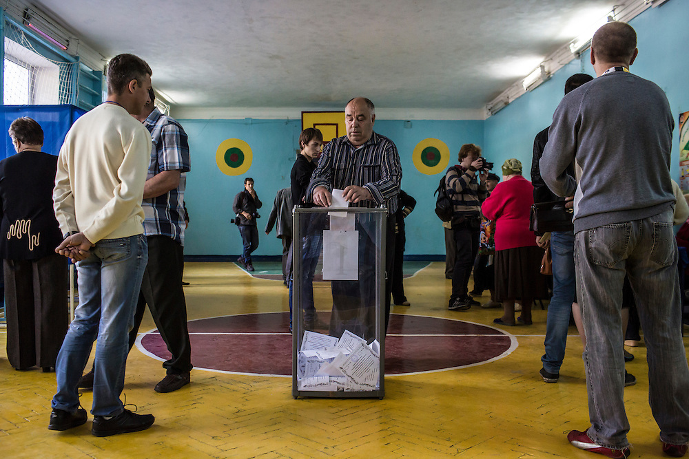 HARTSIZK, UKRAINE - MAY 11: People cast ballots at a polling station on May 11, 2014 in Hartsizk, Ukraine. A referendum on greater autonomy is being held after pro-Russian activists took over at least ten cities in the eastern part of the country in a bid for less control from the central government from Kiev. (Photo by Brendan Hoffman/Getty Images) *** Local Caption ***
