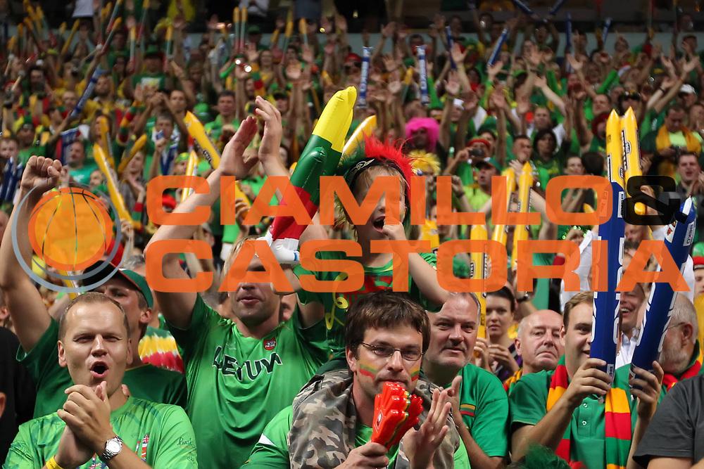 DESCRIZIONE : Vilnius Lithuania Lituania Eurobasket Men 2011 Second Round Serbia Lituania Serbia Lithuania<br /> GIOCATORE : Tifosi Supporters Fans Lituania Lithuania<br /> SQUADRA : Lituania Lithuania<br /> EVENTO : Eurobasket Men 2011<br /> GARA : Serbia Lituania Serbia Lithuania<br /> DATA : 07/09/2011 <br /> CATEGORIA : tifosi<br /> SPORT : Pallacanestro <br /> AUTORE : Agenzia Ciamillo-Castoria/ElioCastoria<br /> Galleria : Eurobasket Men 2011 <br /> Fotonotizia : Vilnius Lithuania Lituania Eurobasket Men 2011 Second Round Serbia Lituania Serbia Lithuania<br /> Predefinita :