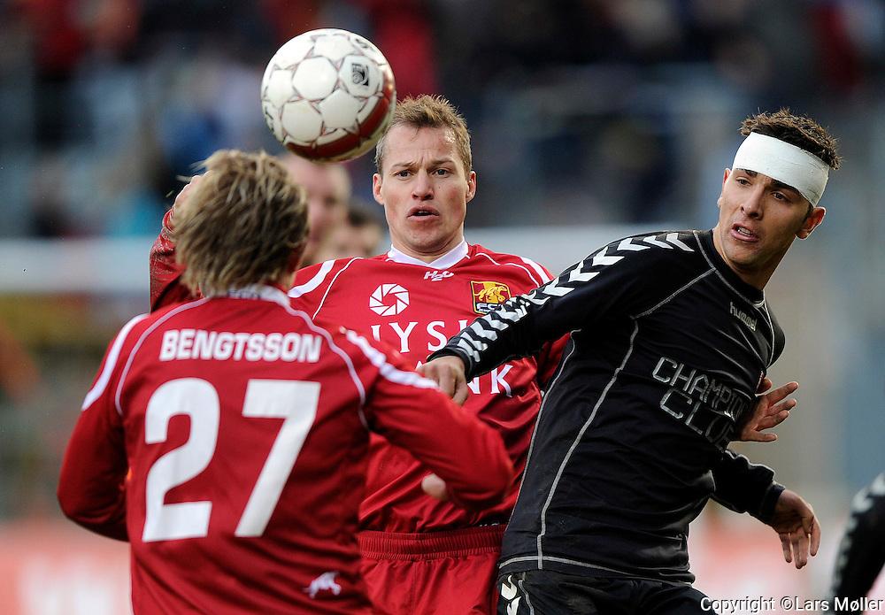 DK:<br /> 20100418, Farum, Danmark:<br /> DBU Pokal semifinale, FC Nordsj&aelig;lland-Vejle: <br /> Pierre Bengtsson, FC Nordsj&aelig;lland, FCN., Nicolai Stokholm, FC Nordsj&aelig;lland, FCN., Azer Busuladic, VB Vejle Boldklub<br /> Foto: Lars M&oslash;ller<br /> UK: <br /> 20100418, Farum, Danmark:<br /> DBU Pokal semifinale, FC Nordsj&aelig;lland-Vejle: <br /> Pierre Bengtsson, FC Nordsj&aelig;lland, FCN., Nicolai Stokholm, FC Nordsj&aelig;lland, FCN., Azer Busuladic, VB Vejle Boldklub<br /> Photo: Lars Moeller