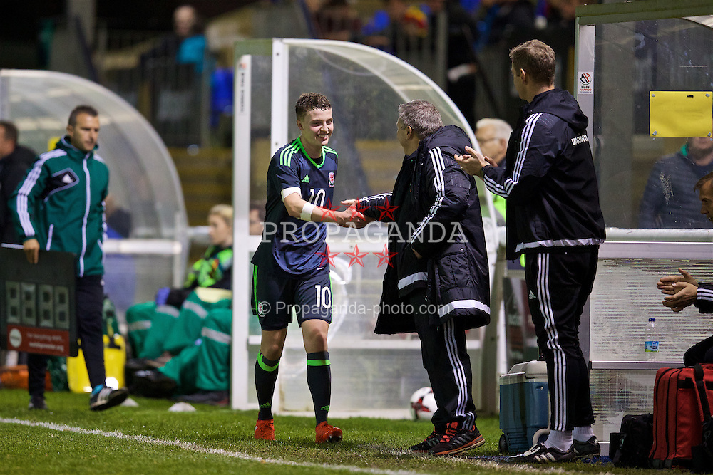 BANGOR, WALES - Tuesday, November 15, 2016: Wales' Nathan Broadhead is congratulated by head coach Geraint Williams after his hat-trick against Luxembourg during the UEFA European Under-19 Championship Qualifying Round Group 6 match at the Nantporth Stadium. (Pic by David Rawcliffe/Propaganda)