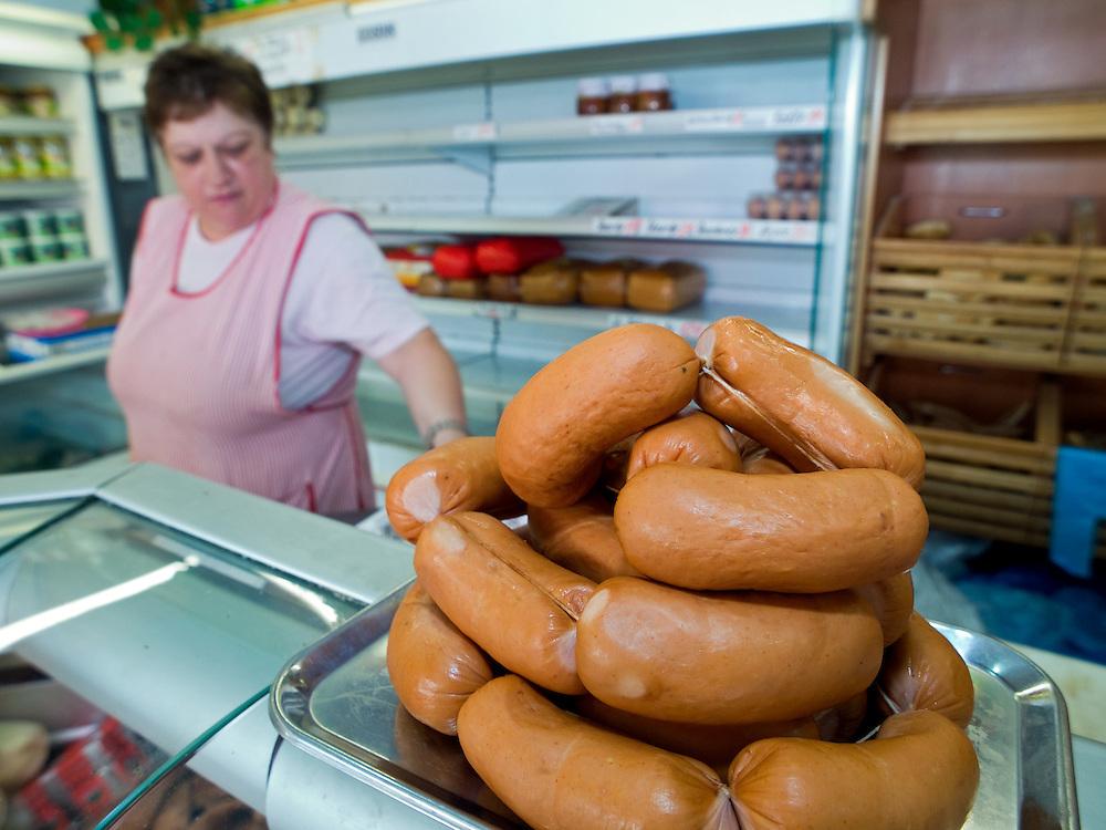 Tschechische Speckwürste bei einem Metzger in der Prager Innenstadt. Tschechen und Slowaken ringen in Brüssel um die europäische Registrierung von vier traditionellen Fleischprodukten. Dabei geht es konkret um Jagdwurst, Liptover Wurst, Spissky-Wurst und die Speckwürste wie auf diesem Bild.<br /> <br /> Sausages at a Czech butcher in the center of Prague.
