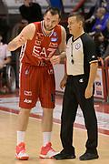 DESCRIZIONE : Pistoia Lega A 2015-2016 Giorgio Tesi Group Pistoia EA7 Emporio Armani Milano<br /> GIOCATORE : Milan Macvan Gianluca Mattioli arbitro<br /> CATEGORIA : arbitro fairplay<br /> SQUADRA : EA7 Emporio Armani Milano arbitro<br /> EVENTO : Campionato Lega A 2015-2016<br /> GARA : Giorgio Tesi Group Pistoia EA7 Emporio Armani Milano<br /> DATA : 14/02/2016<br /> SPORT : Pallacanestro<br /> AUTORE : Agenzia Ciamillo-Castoria/Max.Ceretti<br /> GALLERIA : Lega Basket A 2015-2016<br /> FOTONOTIZIA : Pistoia Lega A 2015-2016 Giorgio Tesi Group Pistoia EA7 Emporio Armani Milano<br /> PREDEFINITA :