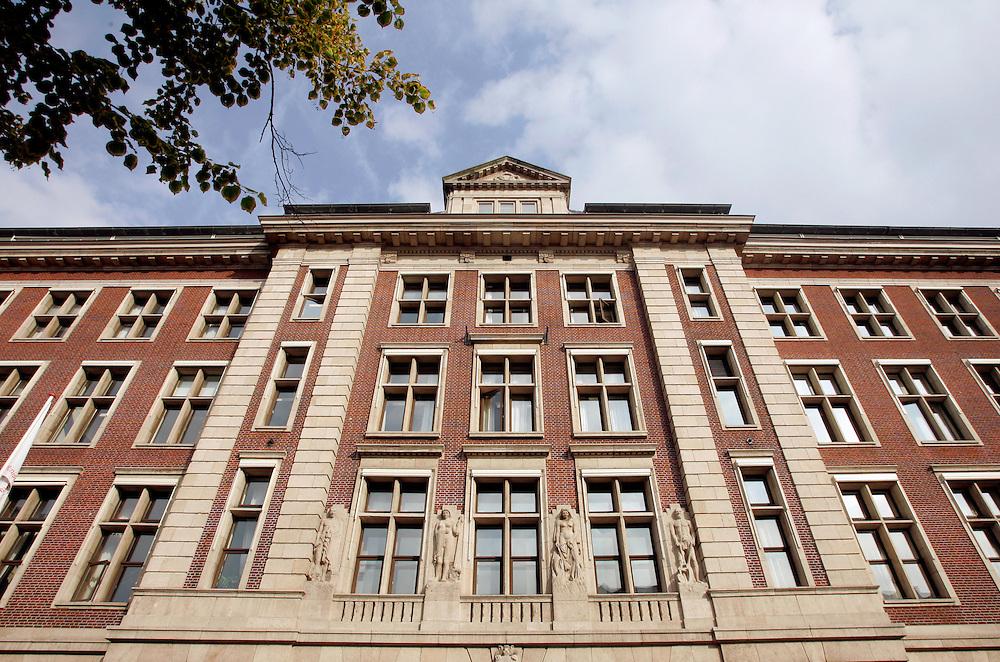 Foto: Gerrit de Heus. 23-08-2006. Den Haag, ministerie van Economische Zaken.