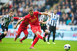 19.10.2013, St. James Park, New Castle, ENG, Premier League, ENG, Premier League, Newcastle United vs FC Liverpool, 8. Runde, im Bild Liverpool's captain Steven Gerrard scores the first goal against Newcastle United from the penalty spot // during the English Premier League 8th round match between Newcastle United and Liverpool FC St. James Park in New Castle, Great Britain on 2013/10/19. EXPA Pictures © 2013, PhotoCredit: EXPA/ Propagandaphoto/ David Rawcliffe<br /> <br /> *****ATTENTION - OUT of ENG, GBR*****