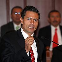 Toluca, México.- Enrique Peña Nieto, Gobernador del Estado de México, durante la ceremonia de clausura del Sexto Congreso Nacional de Sindicatos Universitarios. Agencia MVT / Arturo Rosales Chávez. (DIGITAL)