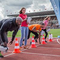 Nederland, Amsterdam , 31 augustus 2017.<br /> Introductie nieuwe collectebus. <br /> VOORTAAN (CONTACTLOOS) PINNEN BIJ DE COLLECTANT MET NIEUWE HYPERMODERNE COLLECTEBUS<br /> Grootse introductie in het Olympisch Stadion met o.a.  Ruud Feltkamp, Loretta Schrijver, John Jones, sporters zoals Maarten Tjallingii, Kees Jan van der Klooster, Fleur Jong en vele anderen!<br /> <br /> Maar liefst 21 goede doelen hebben de handen ineengeslagen voor een nieuwe collectebus. Vanaf 3 september kan er in 50 gemeenten door heel Nederland ook contactloos én met pin gegeven worden aan de collectant. Contactloos betalen wordt immers steeds populairder. In 2014 waren er nog maar 8,3 miljoen contactloze transacties en in 2016 steeg dit aantal al tot 630 miljoen. Ook het aantal pinbetalingen groeit; het afgelopen jaar waren er in Nederland voor het eerst zelfs meer pinbetalingen dan contante betalingen.<br /> <br /> Foto: Jean-Pierre Jans