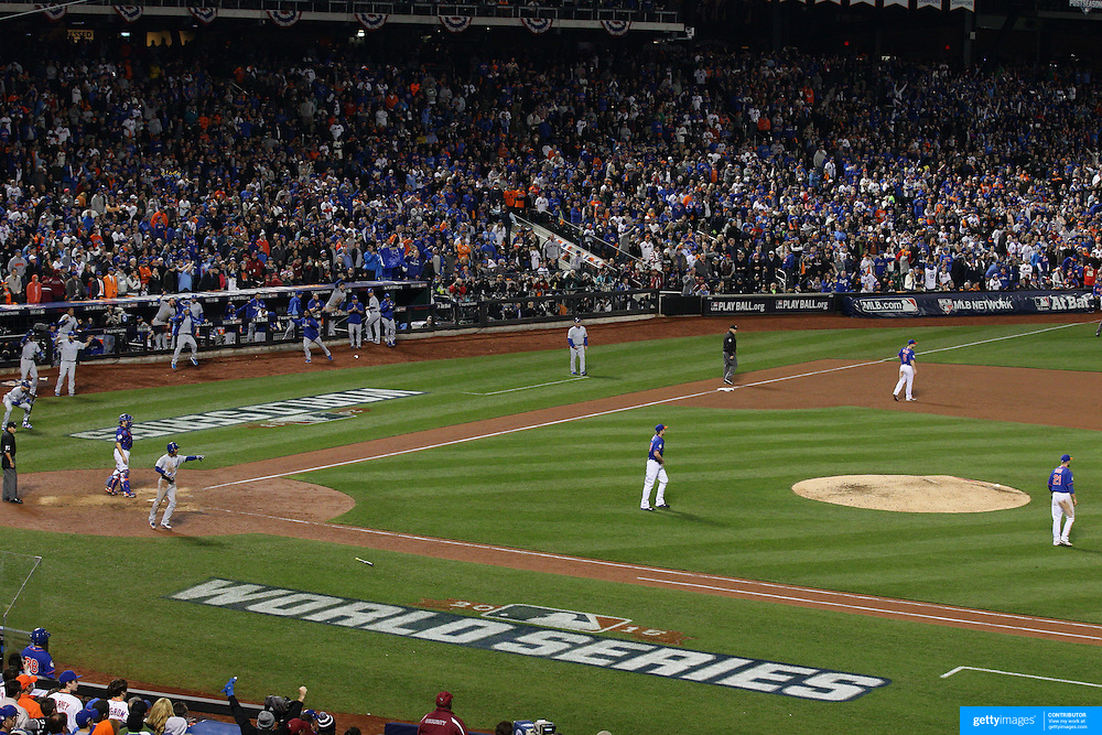 Christian Colon lines a base hit to left field to drive in Jarrod Dyson and give the Royals a 3-2 lead in the 12th inning during the New York Mets Vs Kansas City Royals, Game 5 of the MLB World Series at Citi Field, Queens, New York. USA. 1st November 2015. Photo Tim Clayton