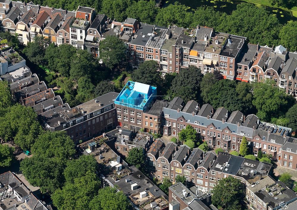 Blauwe dakhuisjes aan de Beatrijsstraat 71 in Rotterdam van architectenbureau MVRDV