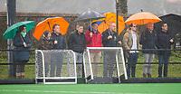 20170319 BLOEMENDAAL - landelijke jeugdcompetitie Bloemendaal Jongens JA1-Schaerweijde jongens JA1 Ouders langs de lijn trotseren de regen. (2-8). COPYRIGHT KOEN SUYK