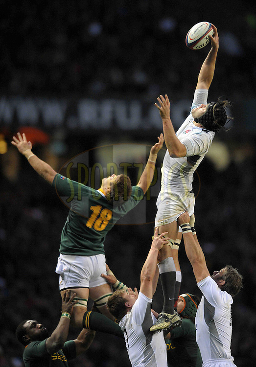 © SPORTZPICS /SECONDS LEFT IMAGES 2010 - Rugby Union - Investec  Internationals  - England v South Africa - 27/11/10 - England's Tom Palmer beats Flip van der Merwe to this lineout ball - at Twickenham Stadium UK -  All rights reserved
