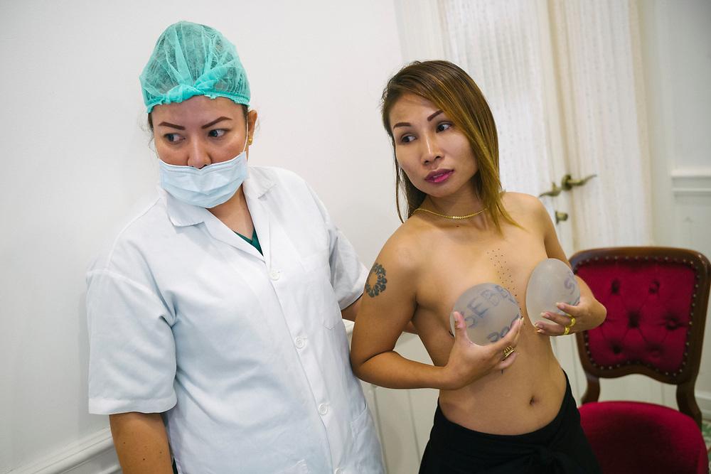 """Bangkok January 29 2018,<br /> Jintana at Lelux Hospital was established under the concept of ìBeauty can be achieved economicallyî, specialised on Breast augmentation.Bangkok 29 janvier 2018,<br /> Jintana à l'Hôpital Lelux a été fondée sous le concept de """" La beauté peut être réalisée économiquement """", spécialisée dans l'augmentation mammaire."""
