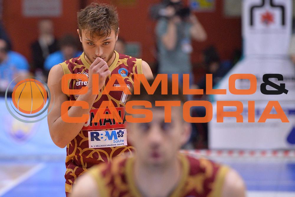 DESCRIZIONE : Cremona Lega A 2015-16 Play Off gara 2 Vanoli Cremona Umana Reyer Venezia <br /> GIOCATORE : Stefano Tonut<br /> CATEGORIA :  Delusione curiosit&agrave;<br /> SQUADRA : Umana Reyer Venezia<br /> EVENTO : Campionato Lega A 2015-2016 GARA : Vanoli Cremona vs Umana Reyer Play Off gara 2<br /> DATA : 10/05/2016 <br /> SPORT : Pallacanestro <br /> AUTORE : Agenzia Ciamillo-Castoria/I.Mancini<br /> Galleria : Lega Basket A 2015-2016 Fotonotizia : Cremona Lega A 2015-16 PlayOff Gara 2  Vanoli Cremona Umana Reyer Venezia