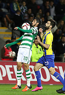 Sporting's forward Bryan Ruiz (L )  vies with União da Madeira forward Edder Farias   (R ) during Portuguese first league football match União vs Sporting held at Madeira stadium in Funchal on December 20, 2015.  LUSA / GREGORIO CUNHA