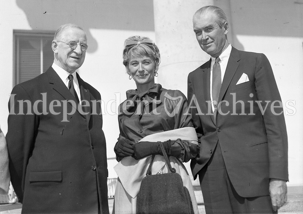 Visit to &Aacute;ras an Uachtar&aacute;in : President &Eacute;amon de Valera with Film Star James Stewart and his wife (Gloria Hatrick McLean). 02 August 1962.<br /> (Part of the Independent Newspapers Ireland/NLI Collection)
