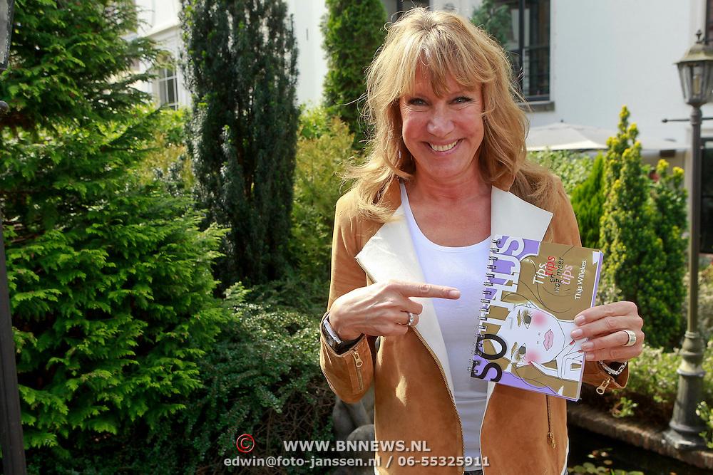 NLD/Amsterdam/20110511 - Boekpresentatie So Thijs van visagist Thijs Willekes, Xenia Kasper